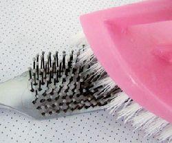 Как почистить щетку для волос