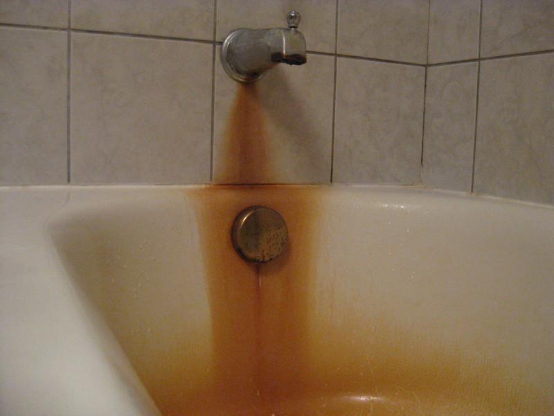 ржавая ванная